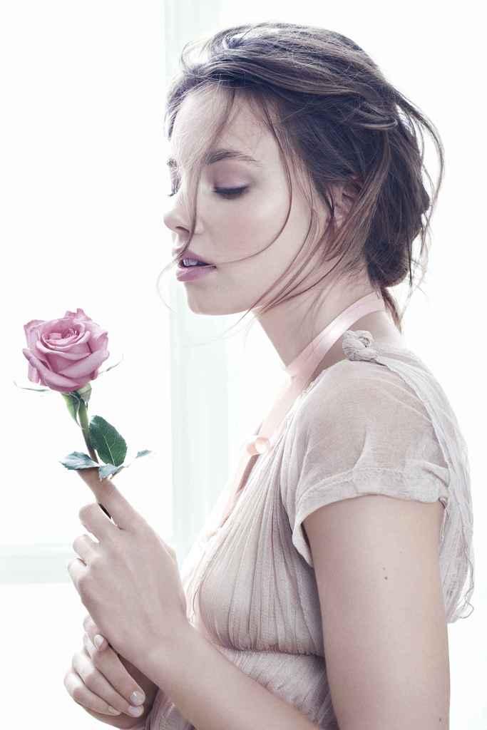 Noutăți Amway: parfumul Artistry Flora Chic