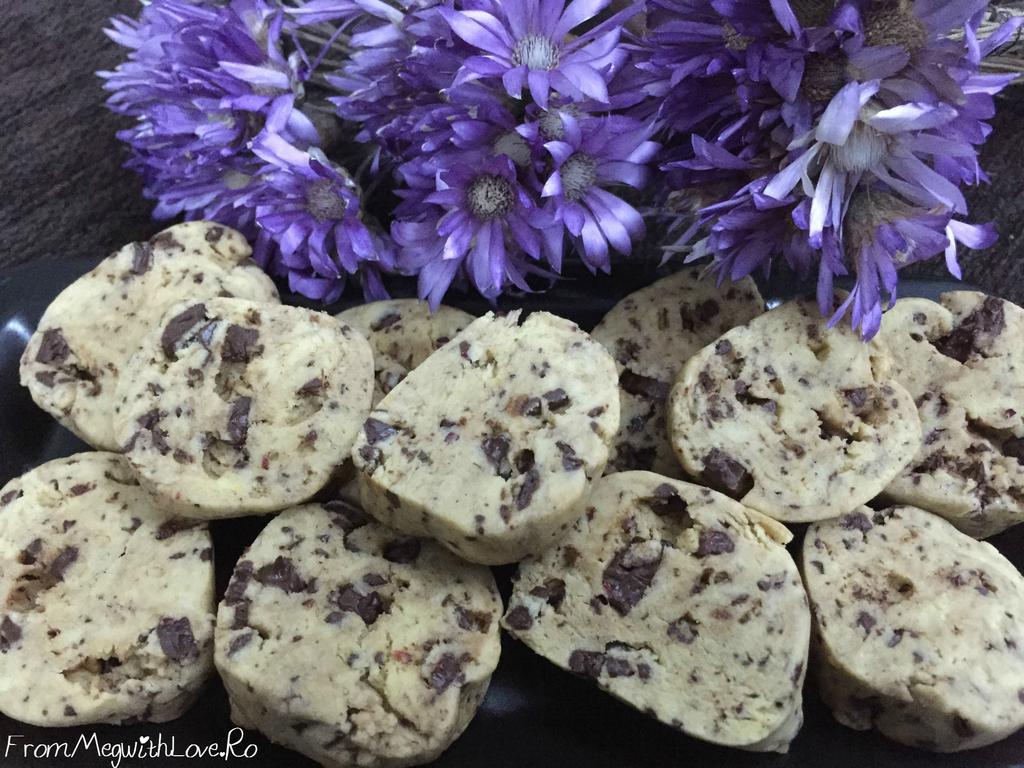Biscuiţi cu făină de orez şi ciocolată (Reţetă în imagini)