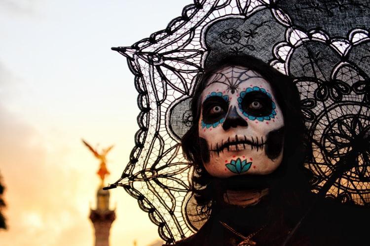Şapte idei de machiaj de Halloween pe care le poţi face acasă