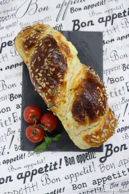 Pâine de casă pufoasă, cu seminte şi cu caşcaval - reţeta mea